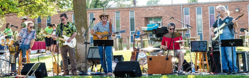 Barry CLoyd and Freedom Street Save Riverfront Park   concert June 23 2016 001